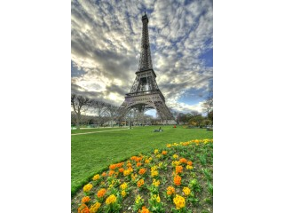 Эйфелева башня на подставке